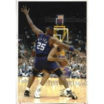 1993 Press Photo Phoenix Suns' Oliver Miller blocks Lakers' Vlade Divac