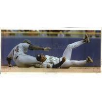 1994 Press Photo California's Chili Davis & Milwaukee's Pat Listach in action