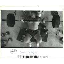 1992 Press Photo Weight lifter Kessen Kellum practicing for record 610 lds.