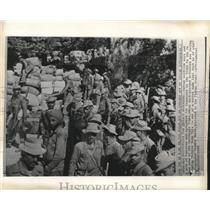 1962 Press Photo Indian soldiers sort supplies for India's Se Pass defenders