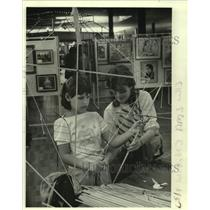 1984 Press Photo Melissa Vatick & Marilyn Greene-Oakwood Center's kite Workshop