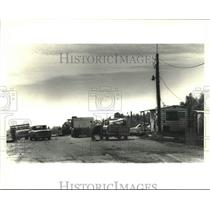 1986 Press Photo Trucks check in with City Landfill office at Almonastor Road