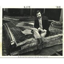 Press Photo Rug merchant Safi Kaskas selling expensive imported rugs - nob62762