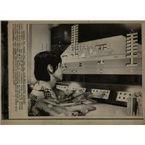 1971 Press Photo Sherry DeMonde electronic eye Fairfax - RRW68591