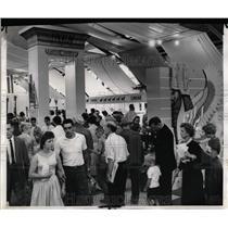 1960 Press Photo Iran display draws huge sight seekers - RRW56453
