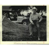 1983 Press Photo San Antonio Spurs owner Red McCombs on his ranch - sas17950