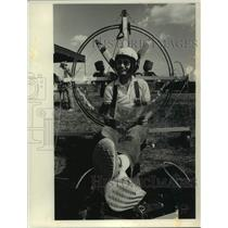 1984 Press Photo George Gramatikas relaxes in paraplane ultralight aircraft