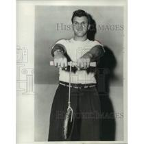 1960 Press Photo New York Yankee first baseman, Bill Skowron, weight lifting