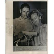 1965 Press Photo Bob Charles & wife Verity with his Tucson Open winnings
