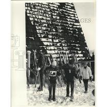 1965 Press Photo Members of the Blizzard Ski Club Prepare to Hit the Slopes