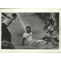 1975 Press Photo Brewers baseball's Bobby Sheldon safe at the plate during game