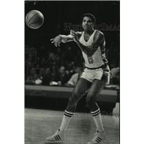 1978 Press Photo Player for the Milwaukee Bucks basketball team, Marques Johnson