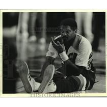 1981 Press Photo Bucks basketball's Marques Johnson limbers up before game