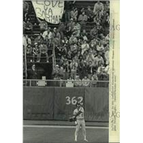 1984 Press Photo Baseball fans greet Gorman Thomas during Seattle-Brewers game