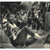 1986 Press Photo Milwaukee Bucks basketball's Ricky Pierce during a game