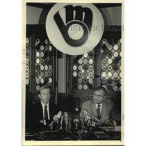 1986 Press Photo Brewers baseball executives Tom Trebelhor and Harry Dalton