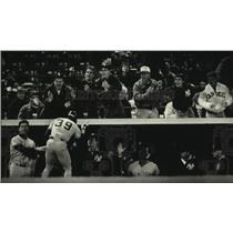1991 Press Photo Yankees baseball player Roberto Kelly congratulated by his team