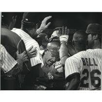 1993 Press Photo Milwaukee Brewers baseball players celebrate victory