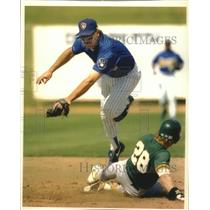 1993 Press Photo Brewers baseball's Dickie Thon forces Oakland's Eric Fox at 2nd