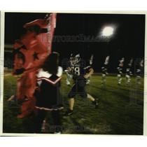 1993 Press Photo Tackle Heath Christian runs onto field, Spring Green, Wisconsin