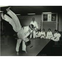 1994 Press Photo Derek Nelesson is up-ended by Adam Nickel, Jujitsu class