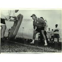 1994 Press Photo Hartland Arrowhead coach Tom Taraska at football team practice