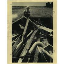 1990 Press Photo Charlie Mackles In Scrap Metal Bin - nob70667
