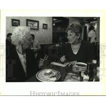 1992 Press Photo Customers At Ye Olde College Inn Fill Out Lotto Cards At Lunch
