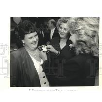 1995 Press Photo Red Cross Volunteer of Year Angel Luscy with Judy Hoffmeister