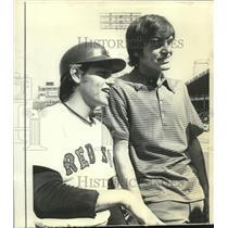 1972 Press Photo Boston Red Sox baseball player Carlton Fisk and brother Conrad