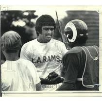 1972 Press Photo Los Angeles Rams quarterback Roman Gabriel and teammates