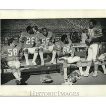 1978 Press Photo Denver Broncos football players chat on a sideline - nos12371