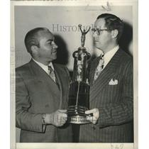 1949 Press Photo Former boxing champion Barney Ross awarded Benny Leonard trophy