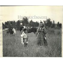 1962 Press Photo Mary Dowd of Neopit With Her Son at Lumberjack Mardi Gras