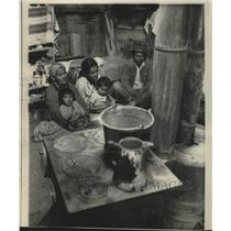 1968 Press Photo A Navajo sheepherder and his family sit by cook stove for heat