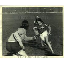 1972 Press Photo Coed footballer Nancy Miller carries ball at UC Santa Barbara.