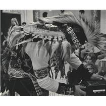 1973 Press Photo Native American Gerald Sanapaw In Costume Using Tape Recorder