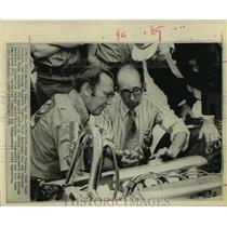 1974 Press Photo USAC Tech Advisor Paul Baynes and mechanic George Bignotti