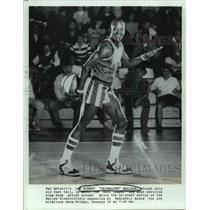 "Press Photo Harlem Globetrotters Basketball Player Robert ""Skywalker"" Wallace"