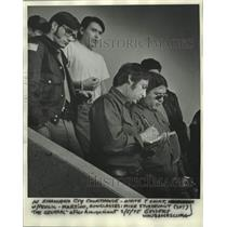 1975 Press Photo Two Menominee Warriors Society escorted to Shawano courthouse.
