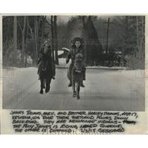 1975 Press Photo Menominees James and Harley Thomas on ponies in Kenosha