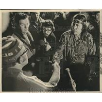 1975 Press Photo Native Americans Durham and McBride shake hands, Wisconsin