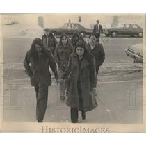 1975 Press Photo Menominee youth walking to Shawano County Courthouse