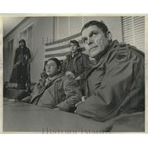 1975 Press Photo Menominee Sturdevant, Colonel Simonson and others in Wisconsin