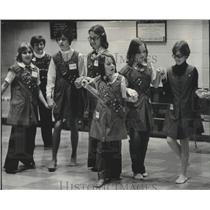 1976 Press Photo Girl Scout troops at International Institute in Milwaukee