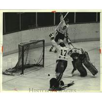 1980 Press Photo Admirals' Greg Sanford celebrates after goal against Kalamazoo