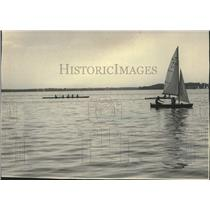 1983 Press Photo University of Wisconsin rowing team practice on Lake Mendota
