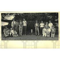 1983 Press Photo Hightown Neighborhood Girl Scout troop pose after gardening, WI
