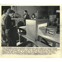 1984 Press Photo Girl Scout cookies go through metal detector, Milwaukee