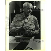 1987 Press Photo Former Chicago Bears Football Player Roy White - sas19841